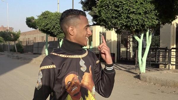 مصر: شبيه الفنان محمد رمضان يشعل مواقع التواصل الاجتماعي (فيديو)