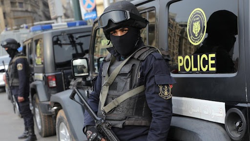 مصر.. مجرم يعدم زوجتيه رمياً بالرصاص